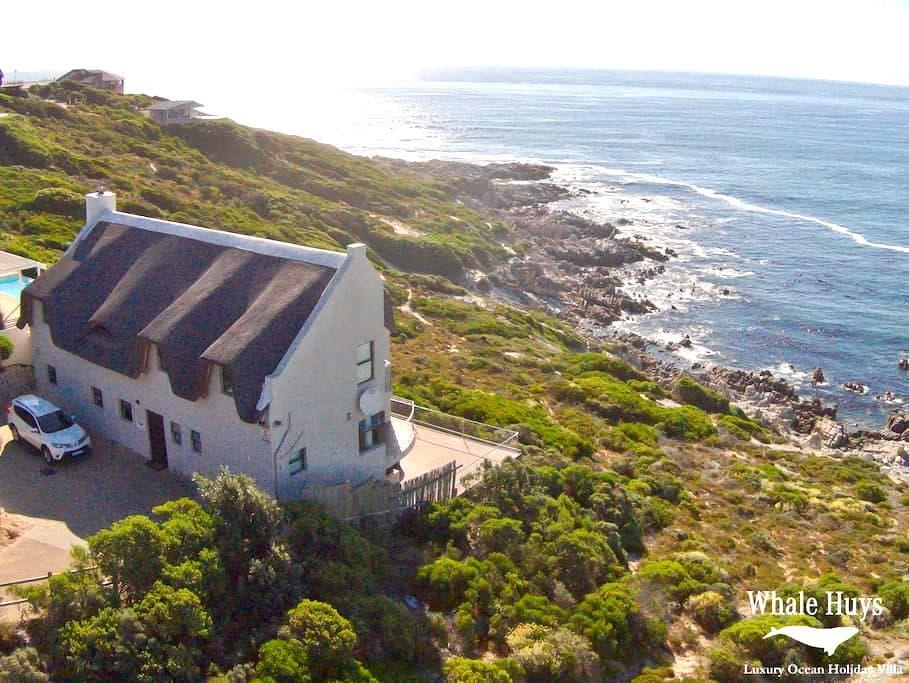 Oceanfront Villa 4br/4ba pool  wifi - De Kelders - Vila