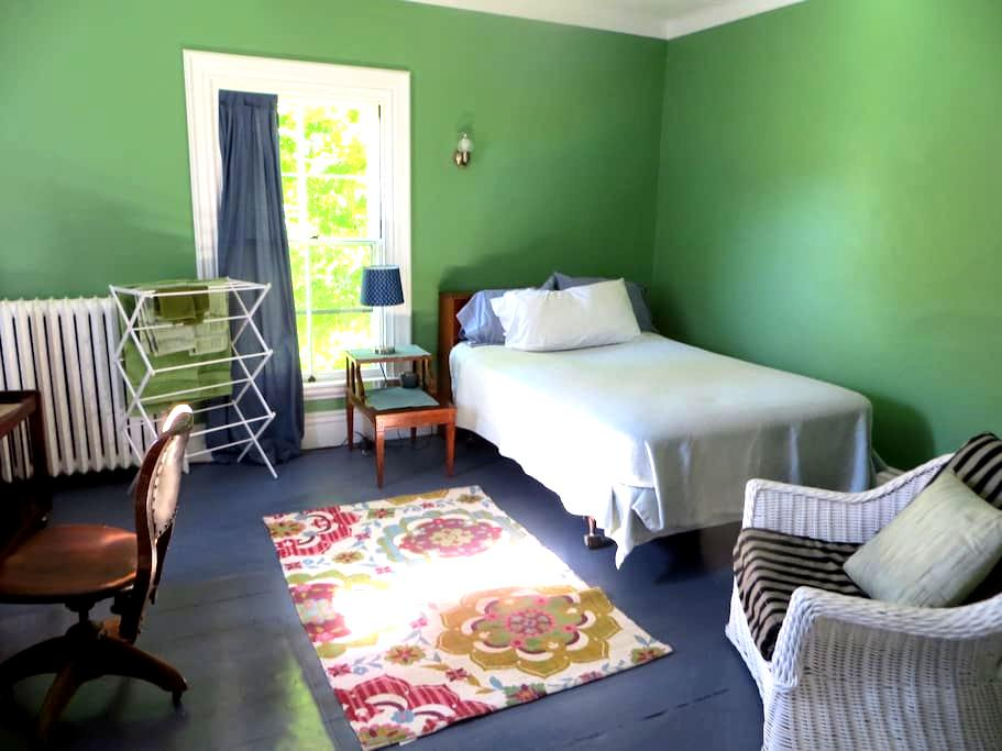 A guest room near Belfast downtown and harbor. - Belfast