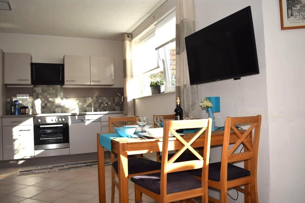 Modern, komfortabel mit Wasserbett  am Stadtrand - Berlijn - Appartement