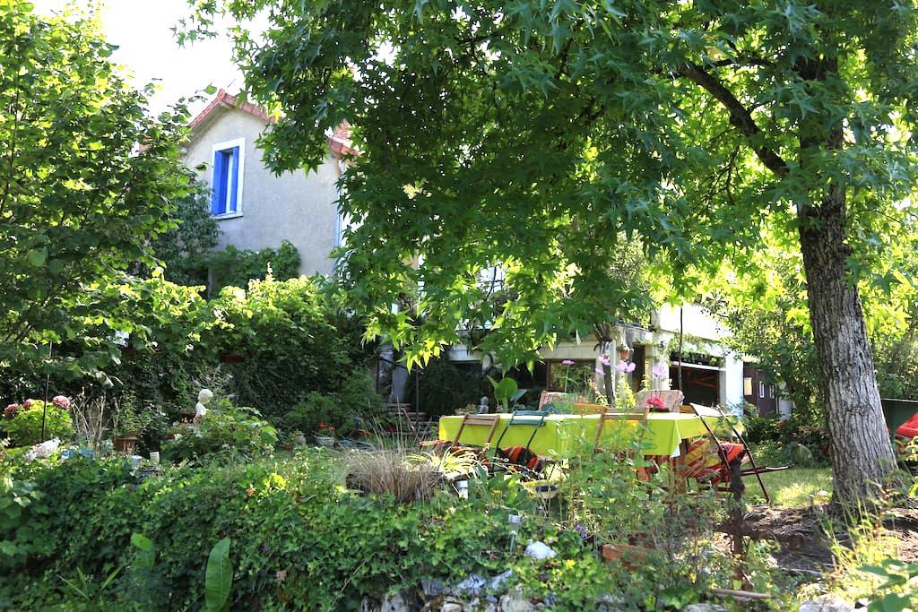 Chambres d'hôtes dans coquette maison de village - Lurcy-Lévis - Hus
