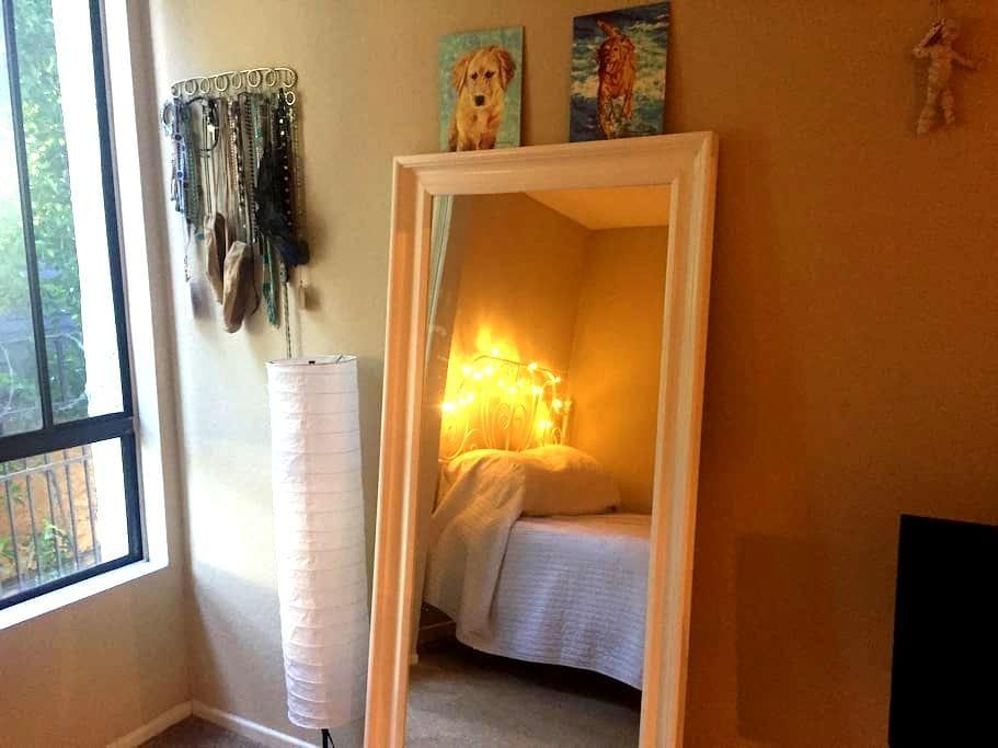 Los Feliz Private Room in 2 Bedroom - Los Angeles - Flat