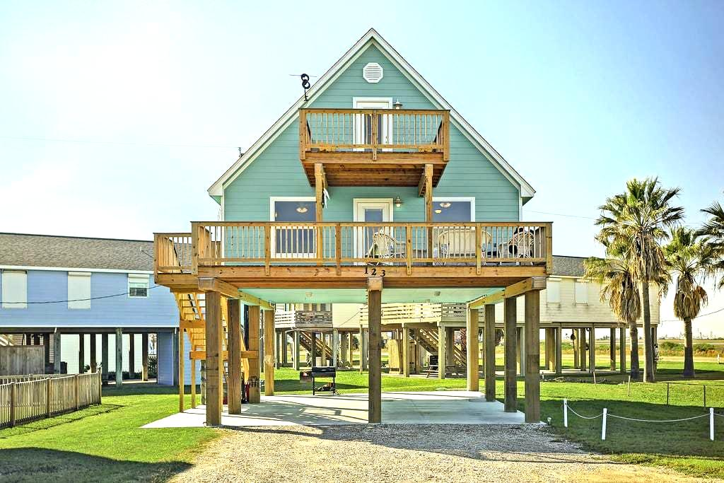 Newly built with ocean views - Surfside Beach
