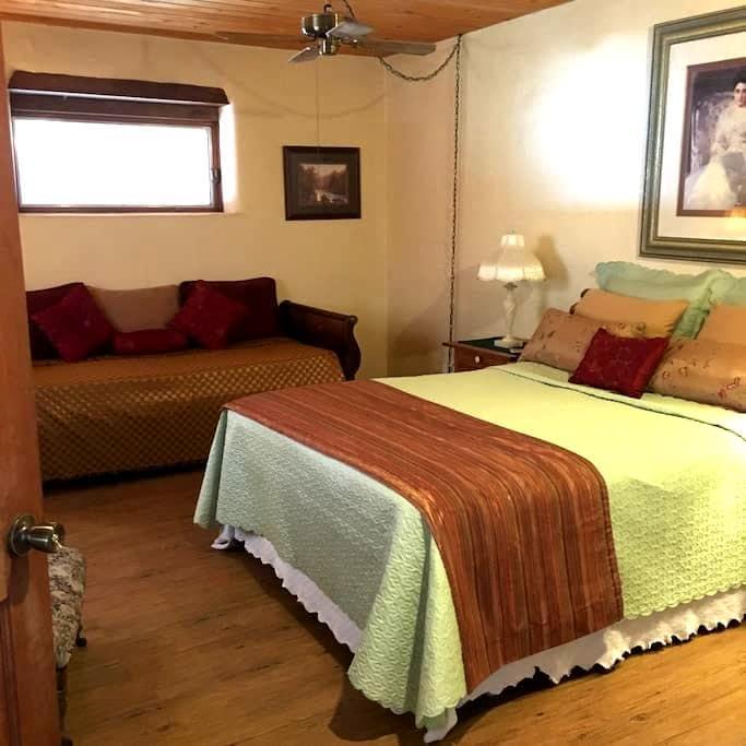 Corrales-spacious bedroom sleeps 3 - Corrales