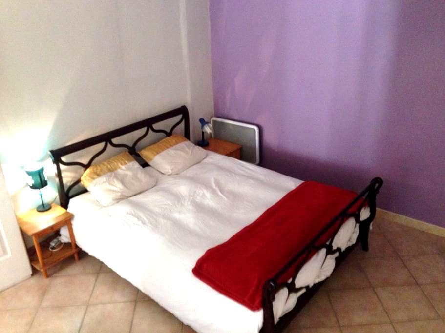 Chambre privée dans appartement au centre ville - Pont-Saint-Esprit - Lägenhet