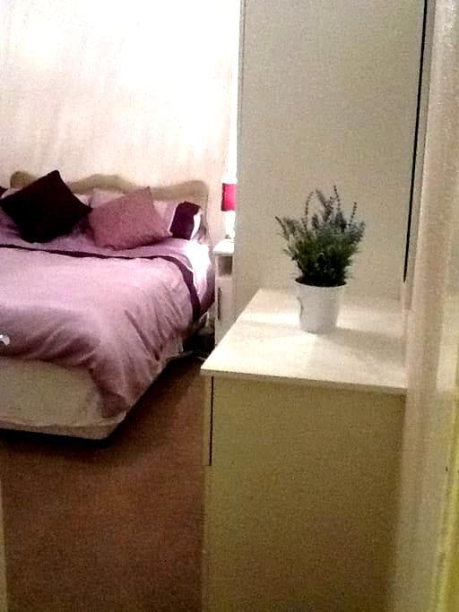 Comfortable small double room - Westhoughton - 獨棟