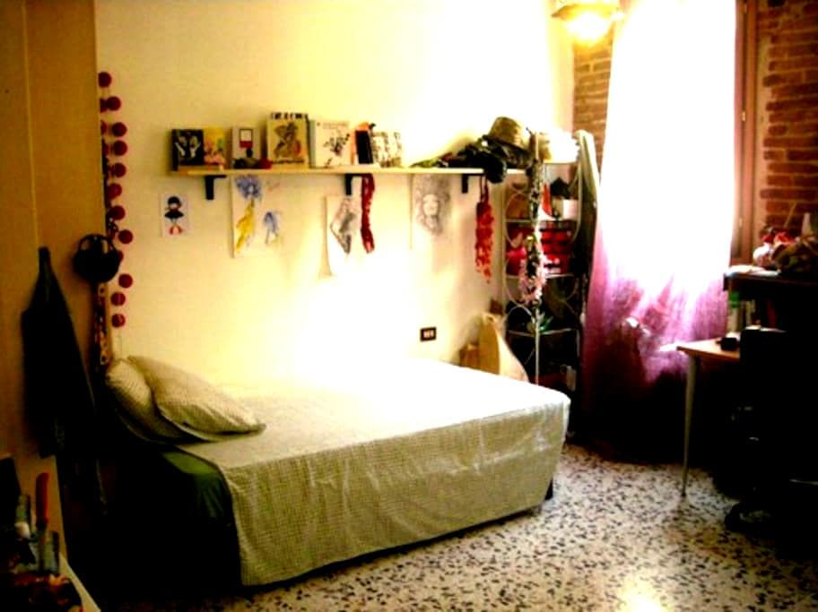 BIG ROOM IN CENTRE (BOHEMIEN AREA) - Florença - Apartamento