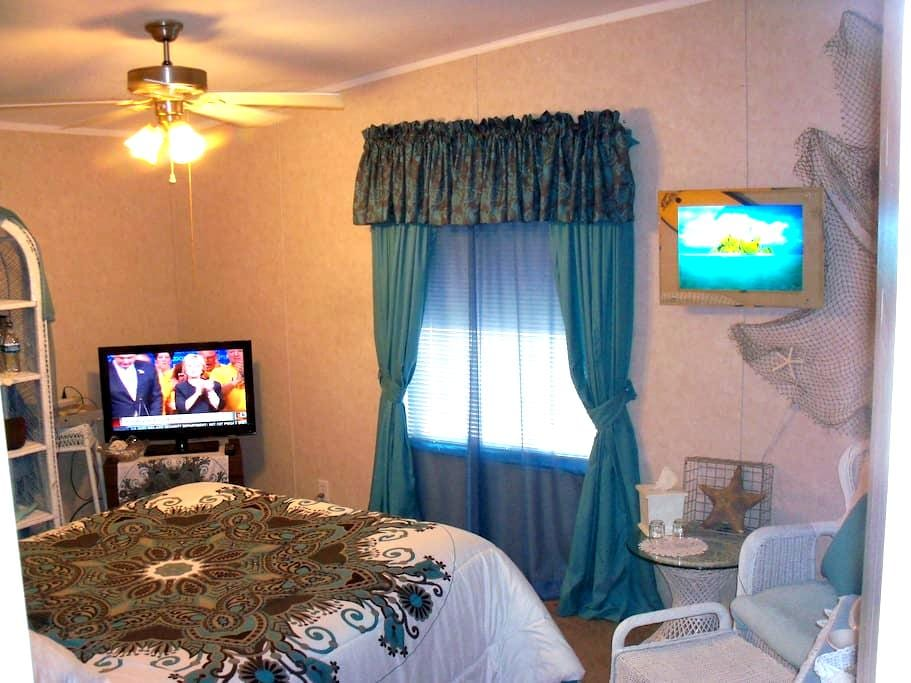 Queen Bed, Private Bath, Easy to Death Valley - Pahrump - Hus