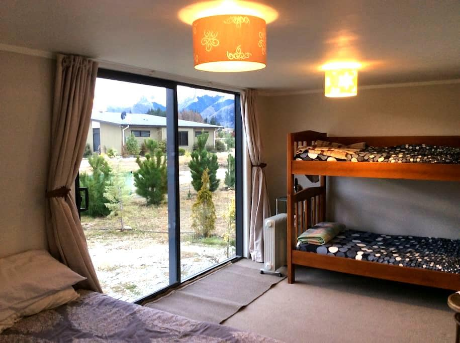 Sleep out and ensuite - very warm - Lake Hawea - Hus