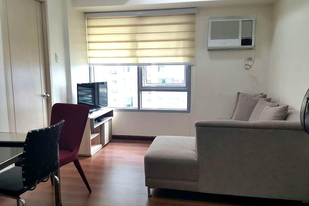 Cozy 1BR + WIFI + Parking - Quezon City - Apartment