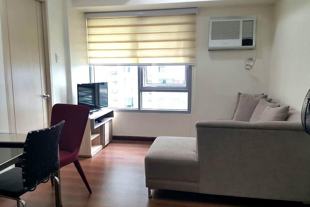 Cozy 1BR + WIFI + Parking - Quezon City - Apartment