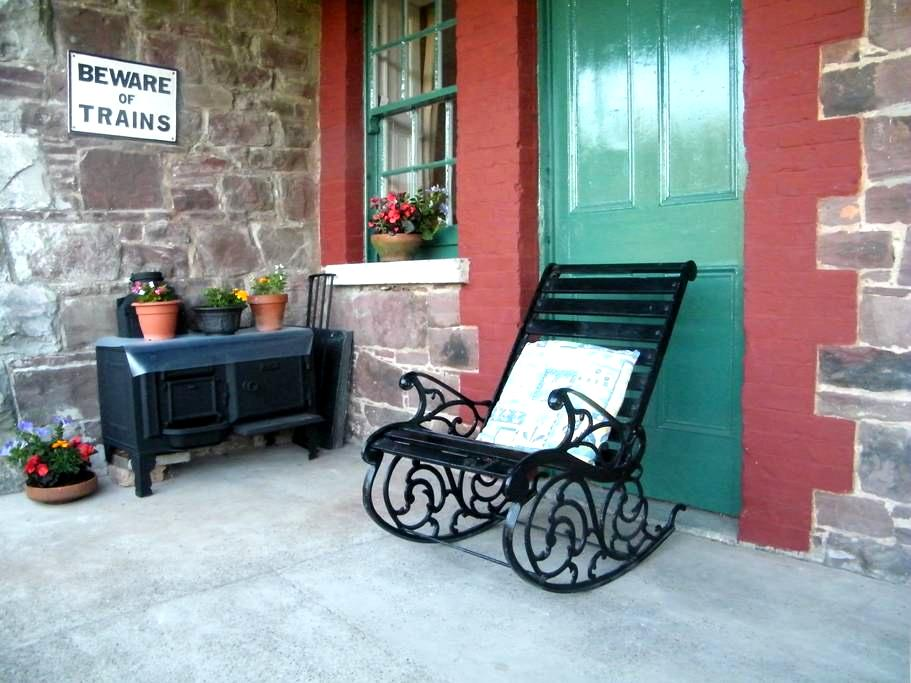 Ardfert Station House - Tralee - House