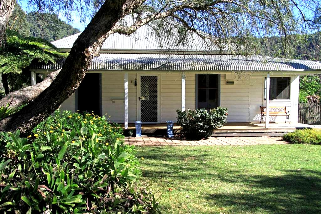 Flame Tree Cottage - Upper Lansdowne - Huis
