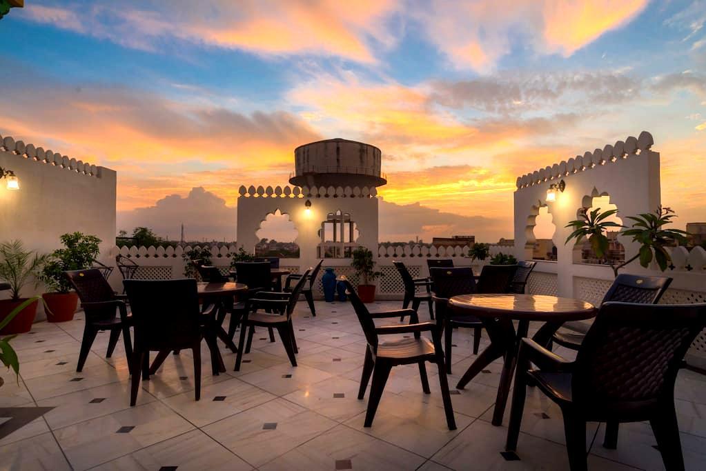 Stay at Kings room with Terrace near Taj - Agra