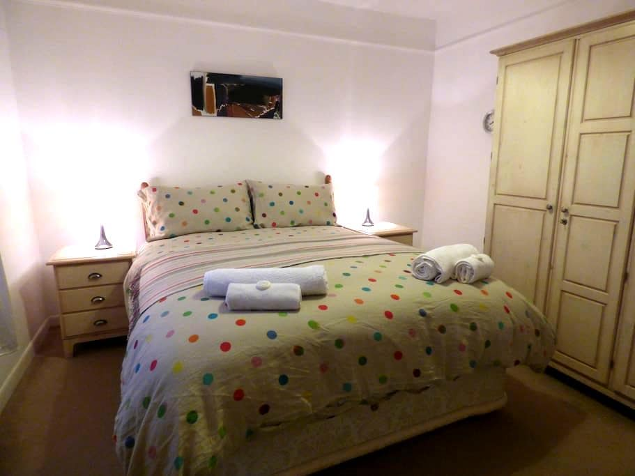 Two Bedroom House in Salisbury - Salisbury - Haus