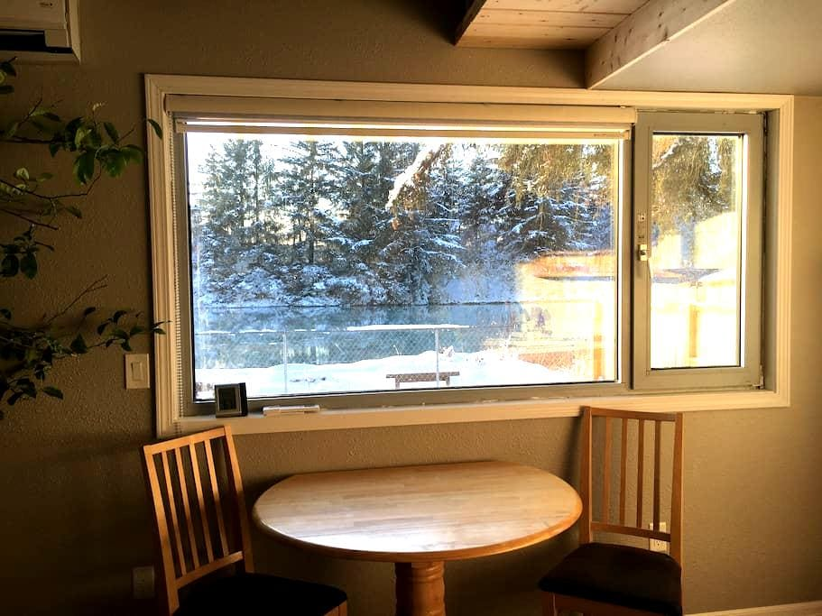 Cozy River-Front Cottage - Juneau - Gjestehus