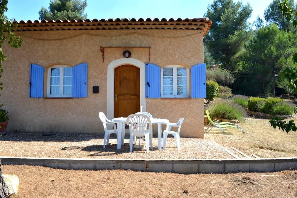 T2, 4 personnes à proximité d'Aix et de Marseille - Mimet