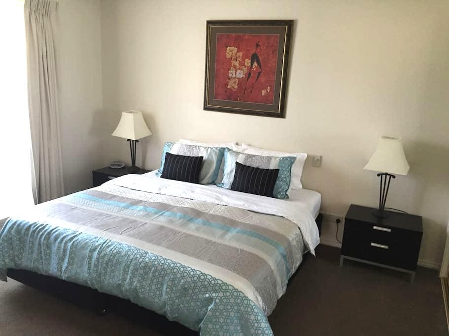 Lovely 2 Bedroom Apartment - Shepparton - Apartment