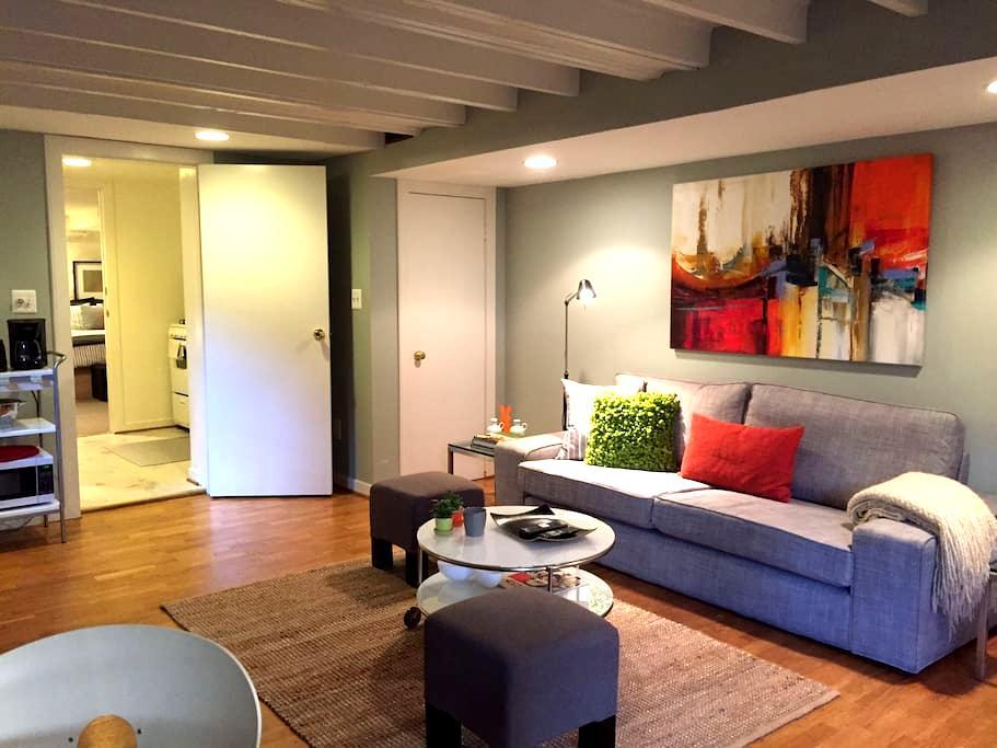 Lovely Furnished One Bedroom - Washington