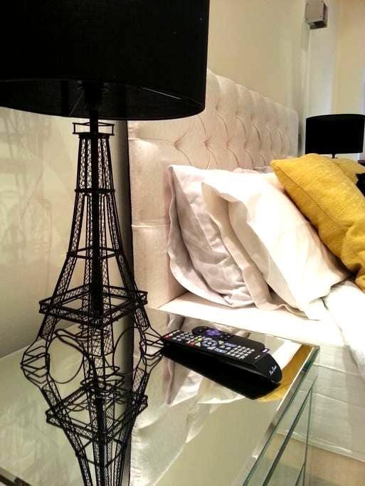 Luxe Master Bedroom Suite next to Hyde Park - Londen - Appartement