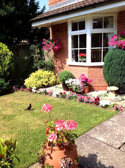 Peaceful location close to town. - Stratford-upon-Avon - House