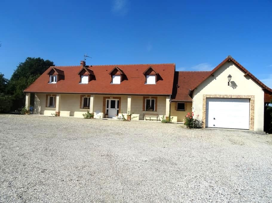 chambres dans maison individuelle - Neuilly-le-Bisson - Hus