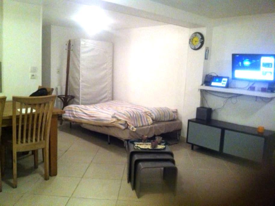 Chambre-Studio dans une maison de ville au rdc-bas - ロニー=スー=ボワ - タウンハウス