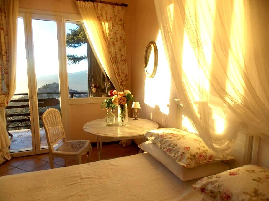 B&B Le Camelie del Bosco - Bajardo - Penzion (B&B)