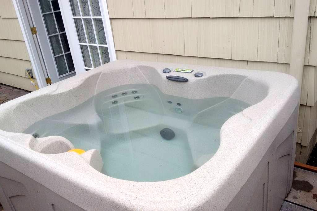 Romantic 5-Star Private Getaway w/ Private Hot tub - Eugene