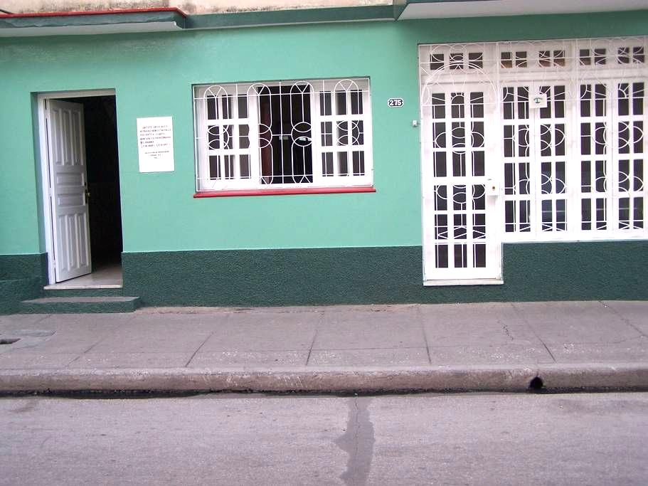 """Casa """"Bretones"""", José Luis y Amarilis - Bayamo - ที่พักพร้อมอาหารเช้า"""
