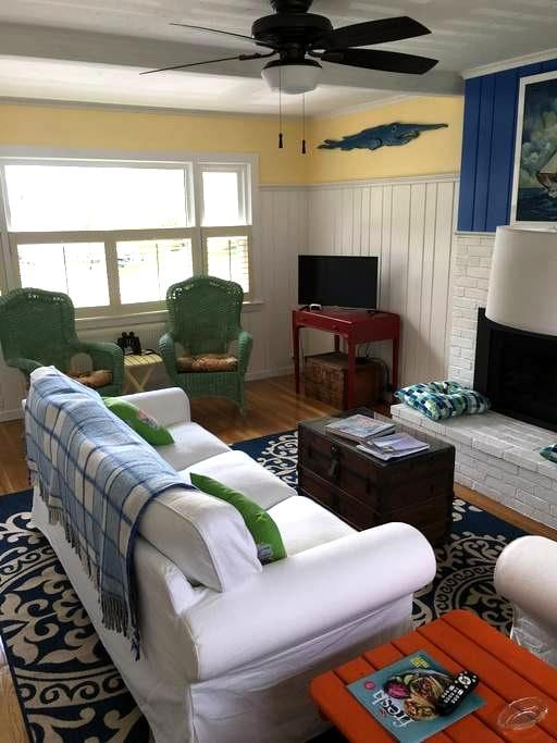 Charming cottage with harbor veiws - Boothbay Harbor - Hus