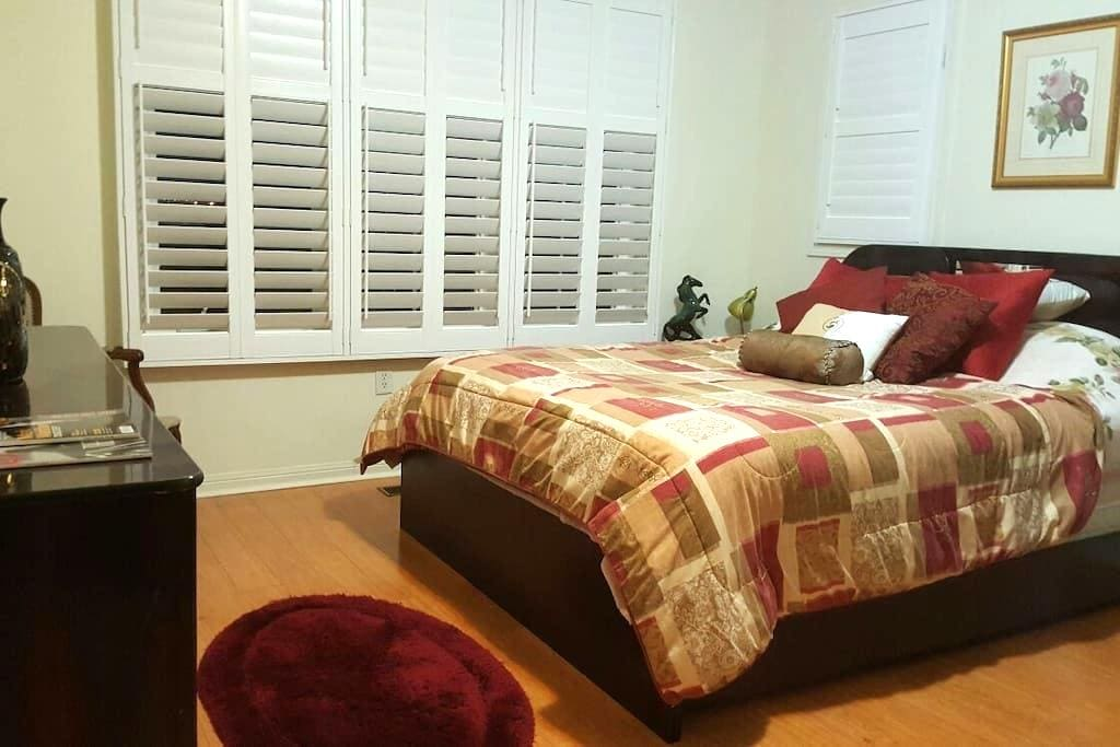 Charming and Spacious Private Room - Brampton - House