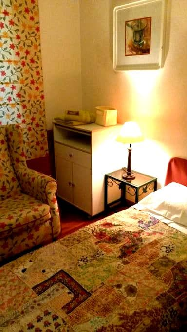 Habitaciones dobles en atico con desayuno - Castro Urdiales - Leilighet