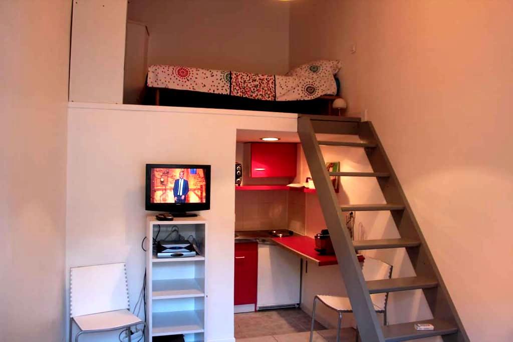 Mini studio parking privé wifi clim - Arles - Apartment