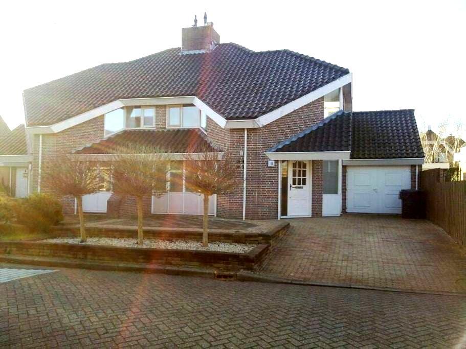 Nice house with free parking - Heerhugowaard - Haus