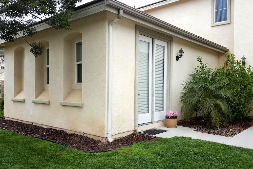 Private bed/bath with private entrance - Highland