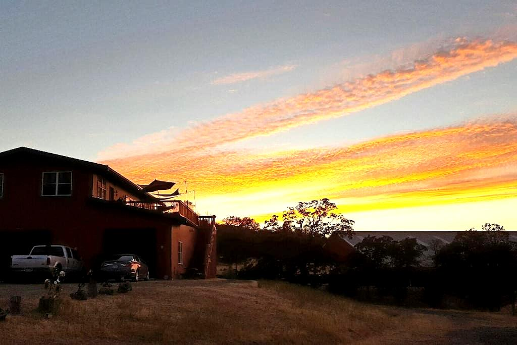 Welcome! To my Cowgirl Ranch BnB - Jamestown - Bed & Breakfast