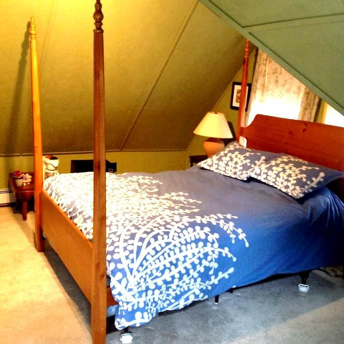 A-Frame Room Available - Schroon Lake - Byt