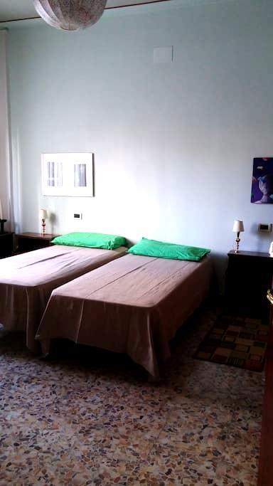 Casa Lilly camera doppia affittasi - Arezzo - Apartamento