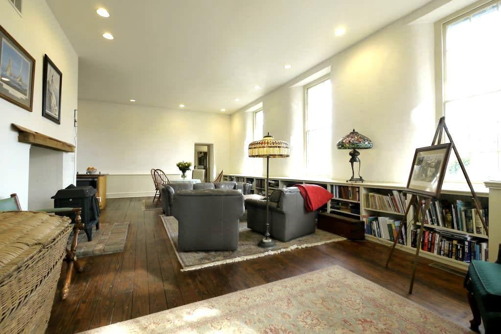 The Buck School Inn (Brandywine Suite) - Downingtown - Bed & Breakfast