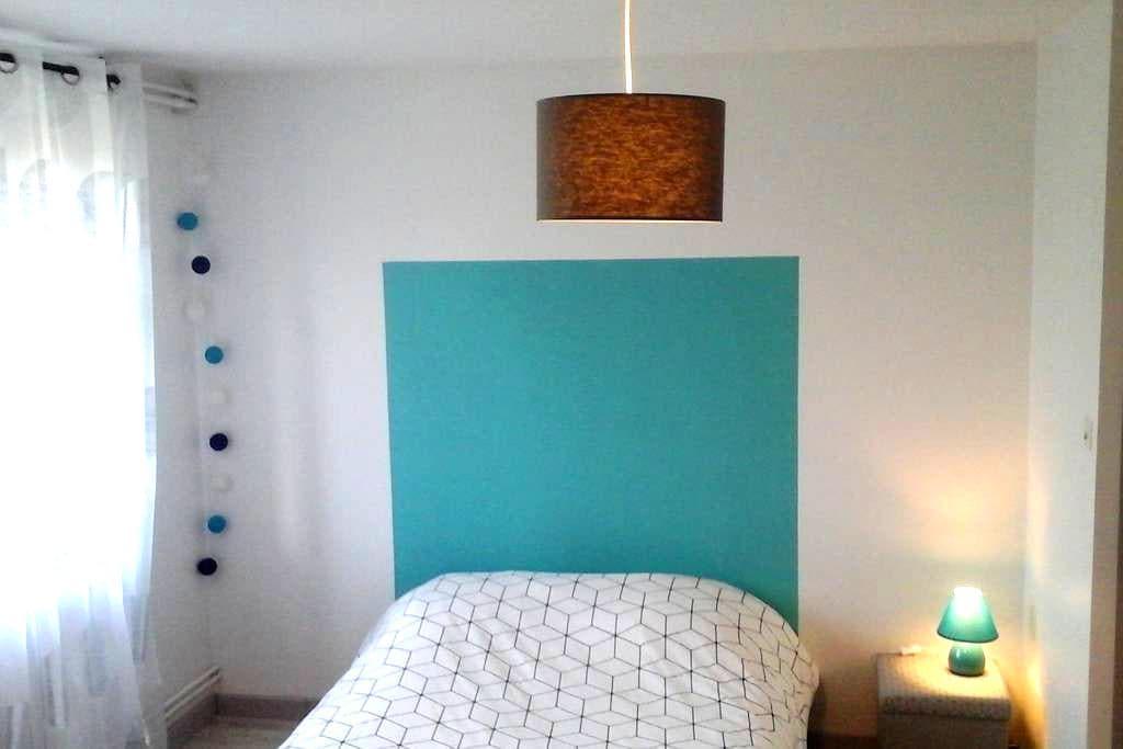 Chambre privée dans maison avec terrain - Montrodat - Haus