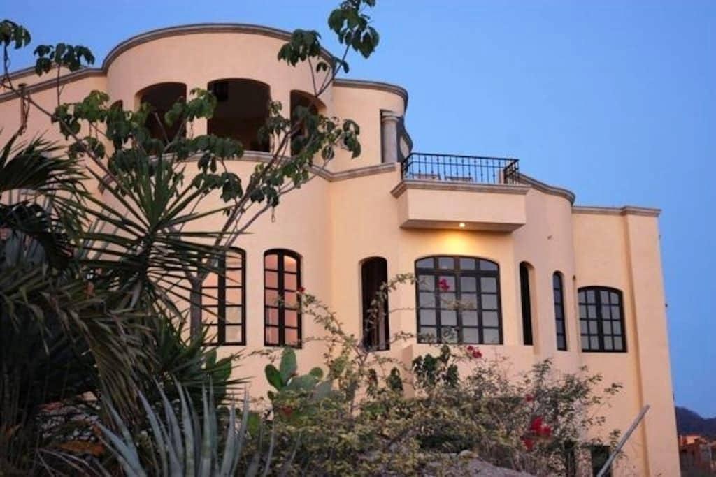 Casa Del Viento Mountain & Ocean Views - La Manzanilla