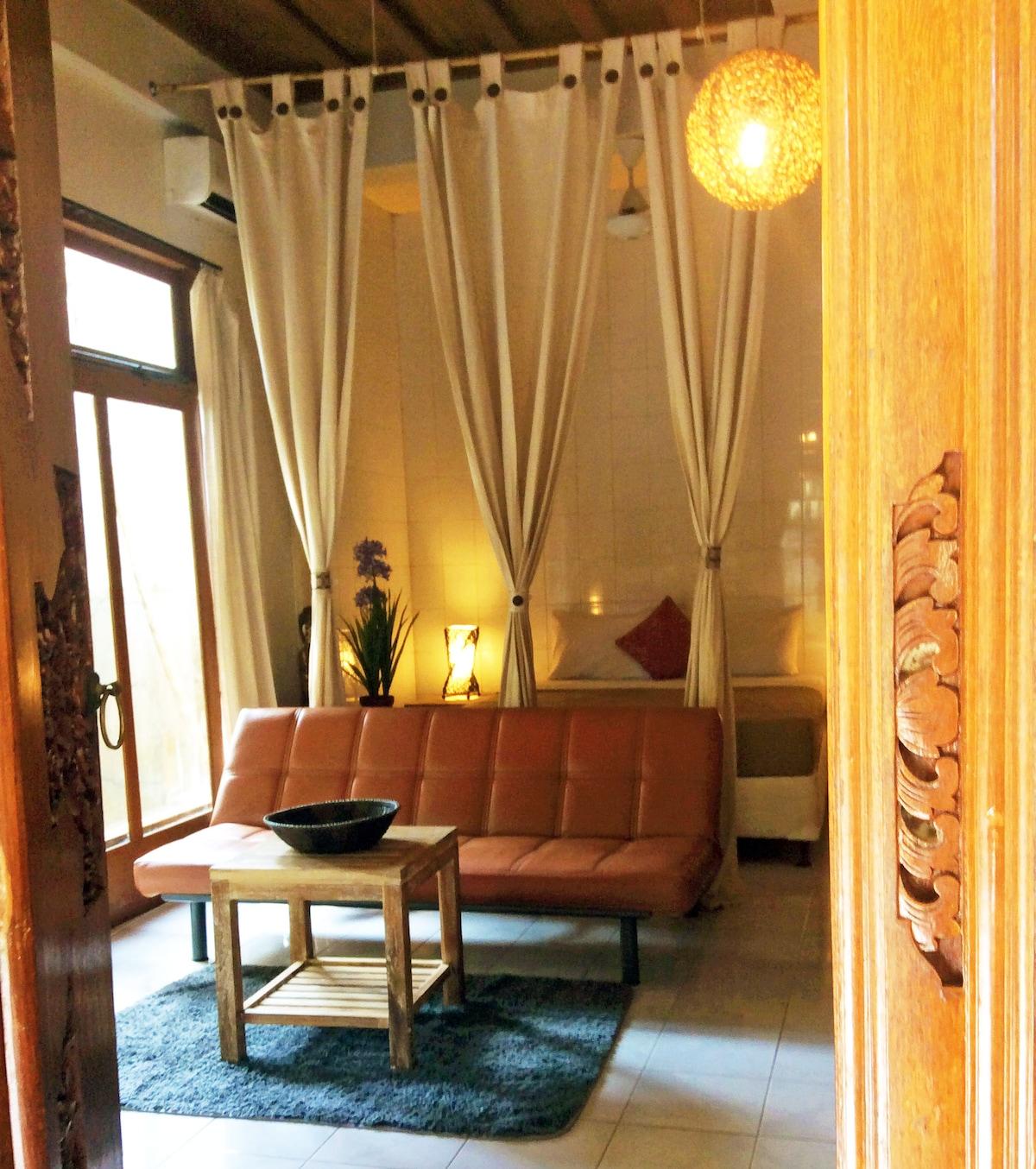 5- Large 2 BR villa,3queen beds,AC