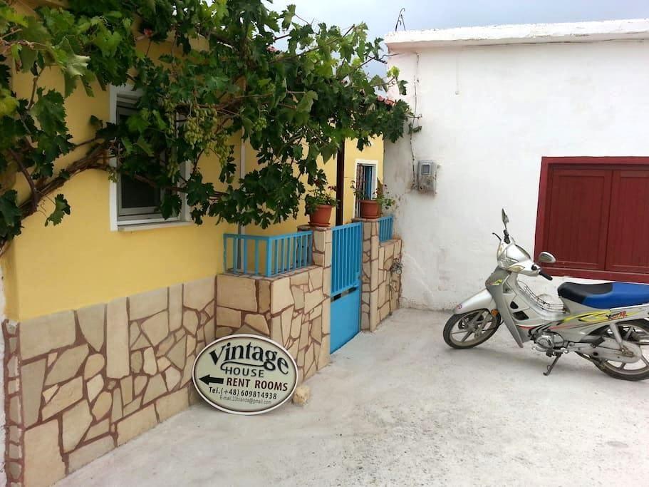 VINTAGE HOUSE-VORI-RENT-ROOMS II - Vori