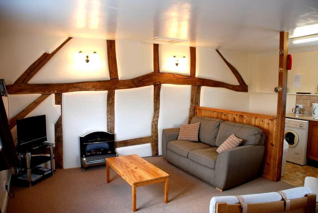 Granary cottage sleeps 2. - Rhewl
