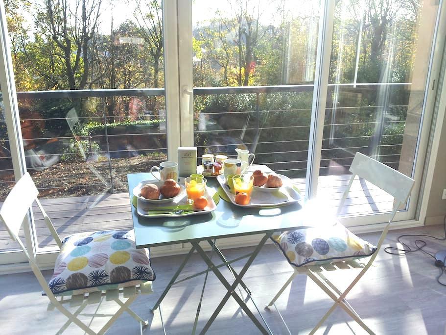 chambre sur jardin & terrasse esplanade du château - Dieppe - House