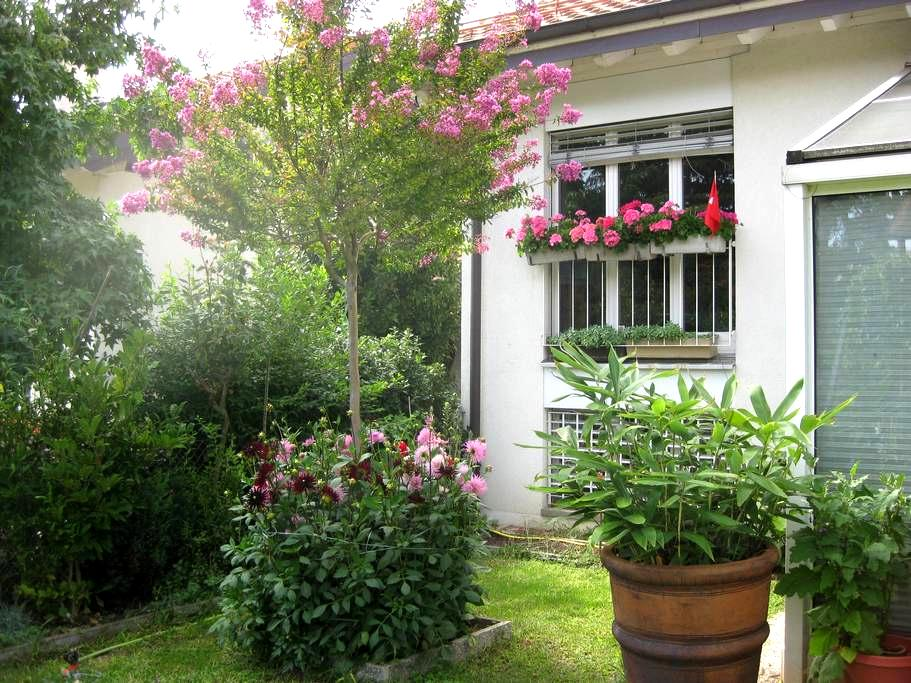 B&B two in Geneva City - Airport - Meyrin - Pousada