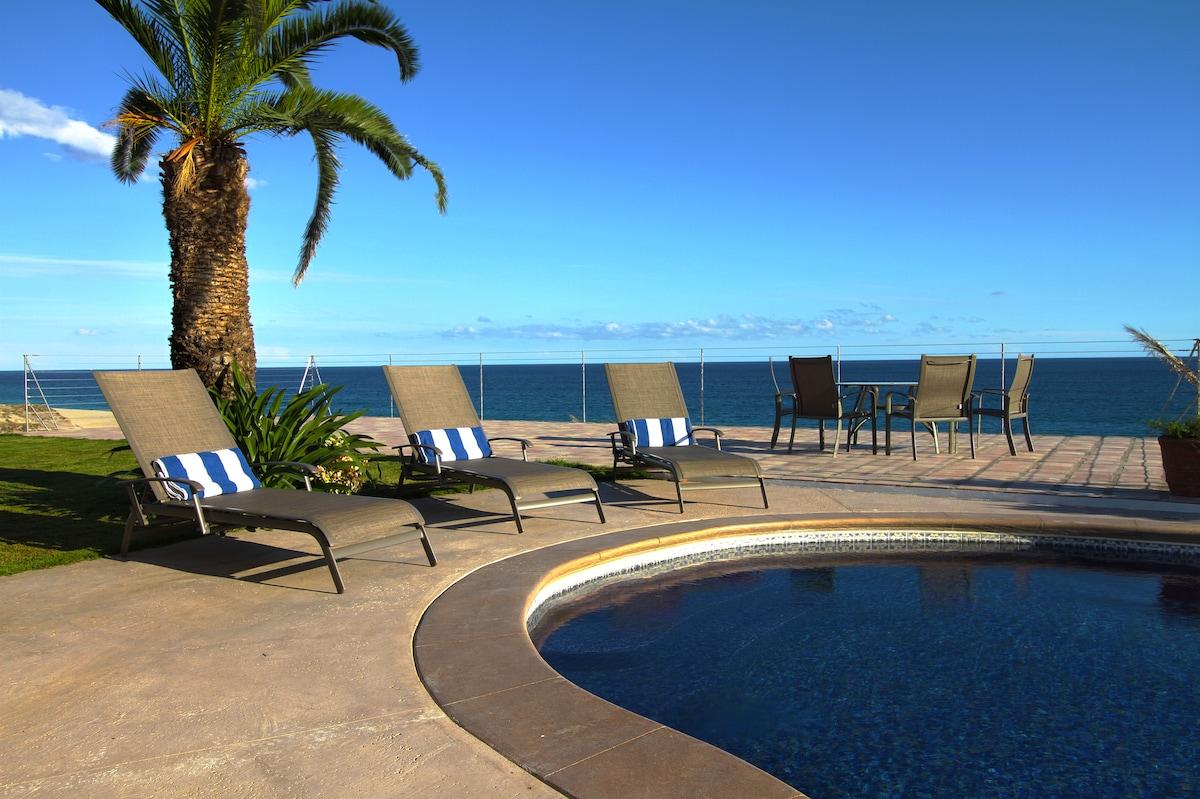 Beachfront Private Suite!