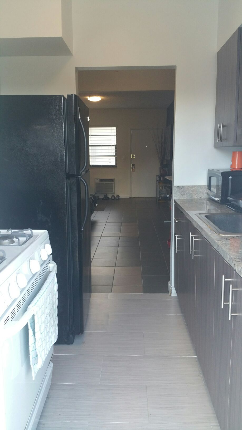 Kitchen with refrigerator, stove, microwave, George Foreman grill