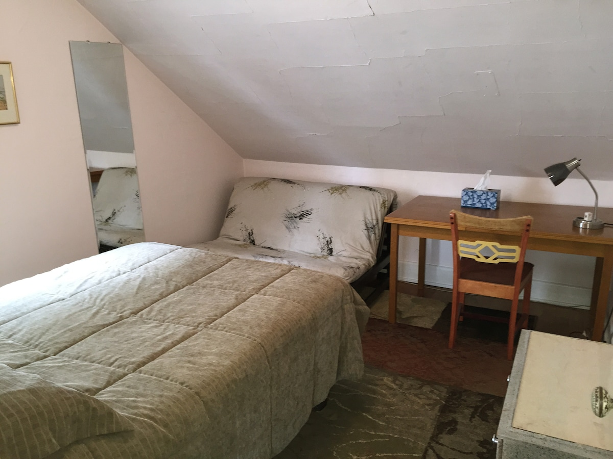 Upstairs Guest Bedroom - Double bed and if needed, foldout futon bed.