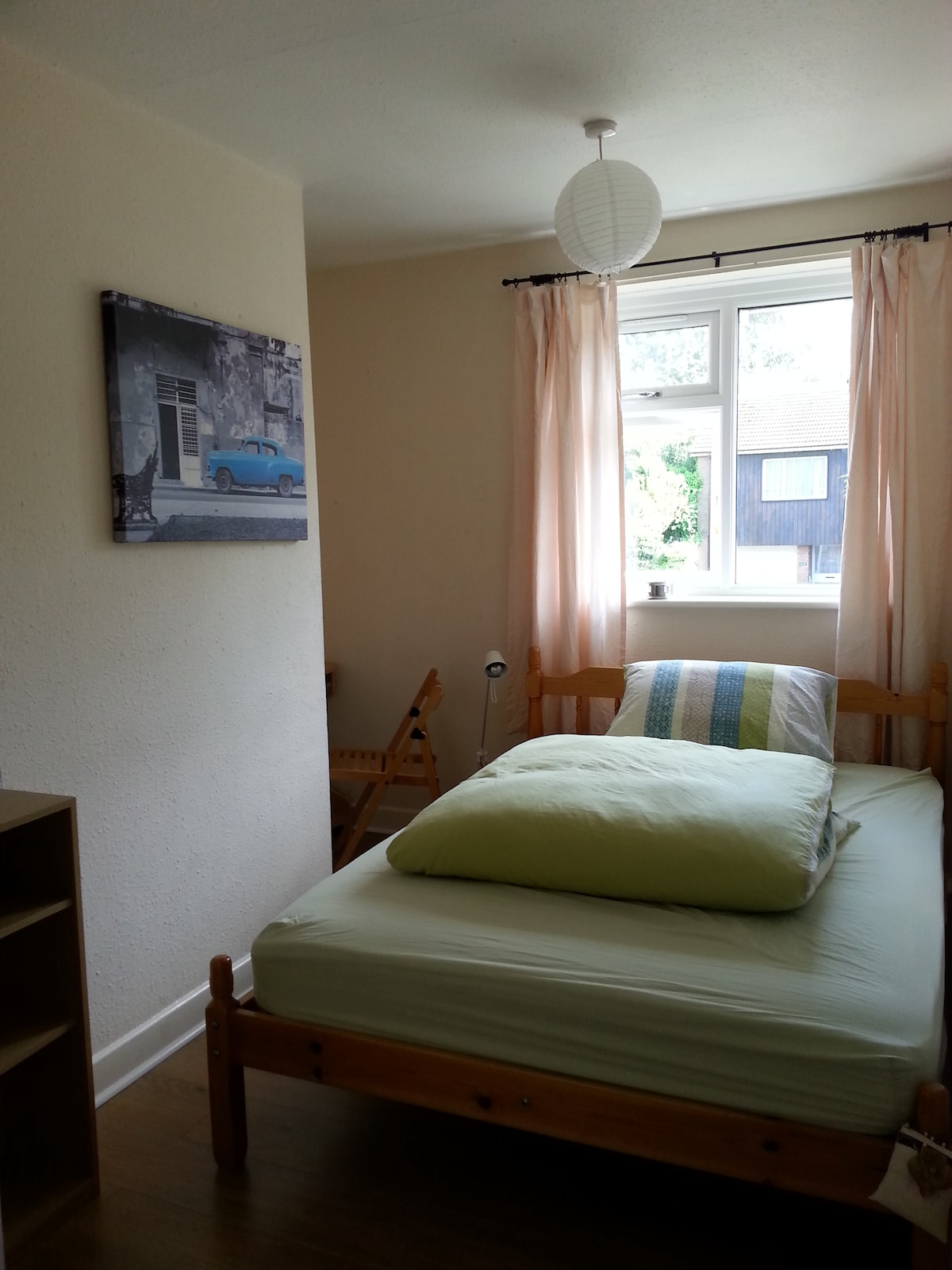 Cosy room with double bed available